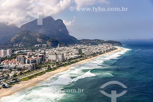 Foto aérea da Praia da Barra da Tijuca com a Pedra da Gávea ao fundo  - Rio de Janeiro - Rio de Janeiro (RJ) - Brasil
