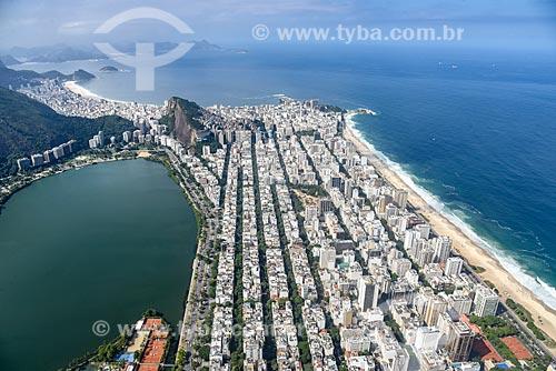 Foto aérea do bairro de Ipanema com a Lagoa Rodrigo de Freitas - à esquerda - e a Praia de Ipanema - à direita  - Rio de Janeiro - Rio de Janeiro (RJ) - Brasil