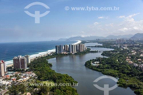 Foto aérea da Lagoa de Marapendi com a Praia da Barra da Tijuca - à esquerda  - Rio de Janeiro - Rio de Janeiro (RJ) - Brasil