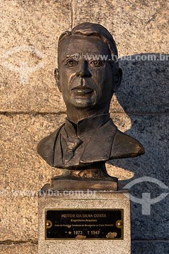 Busto de Heitor da Silva Costa - engenheiro responsável pela construção do Cristo Redentor - no mirante do Cristo Redentor  - Rio de Janeiro - Rio de Janeiro (RJ) - Brasil
