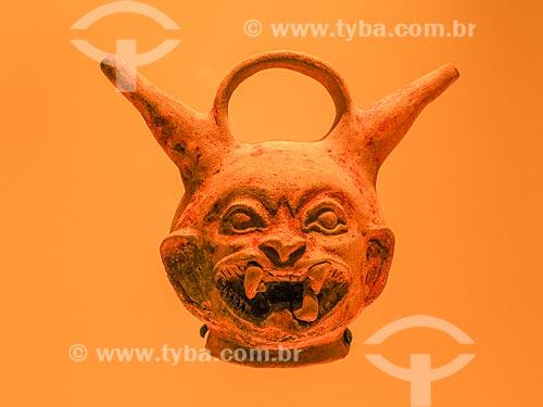 Detalhe do vaso alcarraza da região de Tumaco - em forma de onça - no Museo del Oro (Museu do Ouro)  - Bogotá - Departamento de Cundinamarca - Colômbia