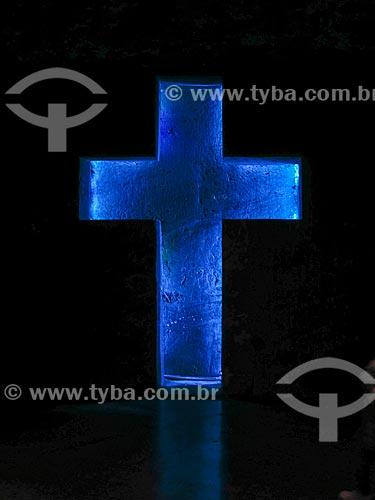 Crucifixo iluminado no interior da Catedral de Sal de Zipaquirá - parte do Parque de La Sal (Parque do Sal)  - Zipaquirá - Departamento de Bolívar - Colômbia