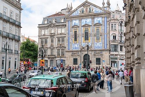 Ponto de táxi na Praça de Almeida Garrett com Igreja dos Congregados (1703) ao fundo  - Porto - Distrito do Porto - Portugal