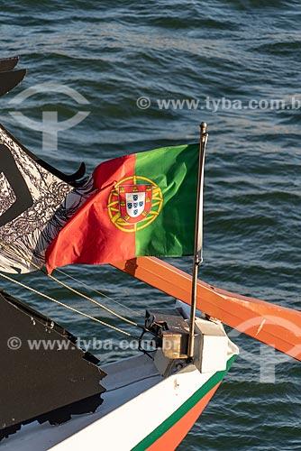 Detalhe de bandeira de Portugal em barco no Rio Douro  - Porto - Distrito do Porto - Portugal