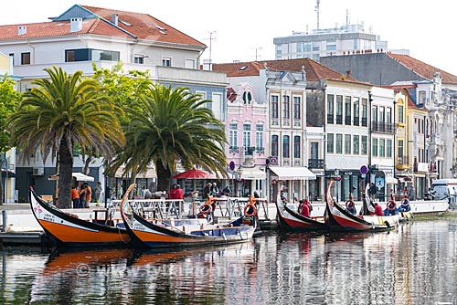 Moliceiros às margens da Ria de Aveiro  - Aveiro - Distrito de Aveiro - Portugal