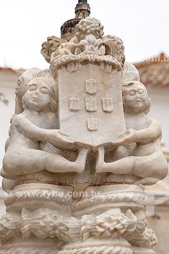 Detalhe de esculturas com brasão no Palácio Nacional de Sintra  - Concelho de Sintra - Distrito de Lisboa - Portugal