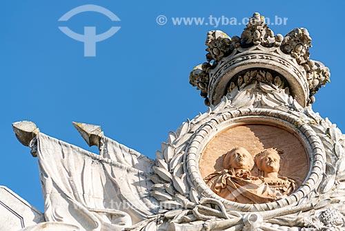 Detalhe de pórtico do Palácio de Seteais (século XVIII) - atualmente pertence à Tivoli Hotels & Resorts  - Concelho de Sintra - Distrito de Lisboa - Portugal