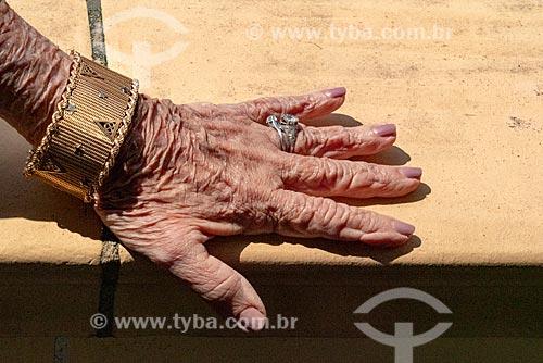 Detalhe de mãos de mulher idosa  - Berlim - Berlim - Alemanha