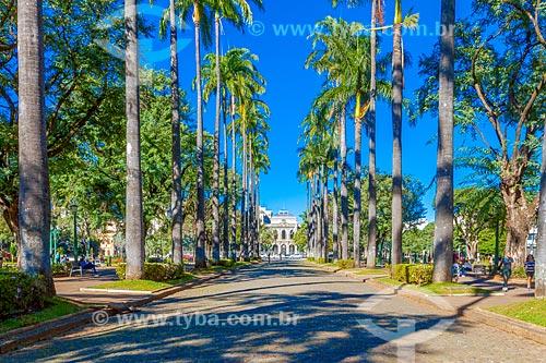 Vista da Praça da Liberdade com o Palácio da Liberdade (1897) - antiga sede do Governo do Estado e integrante do Circuito Cultural Praça da Liberdade - ao fundo  - Belo Horizonte - Minas Gerais (MG) - Brasil