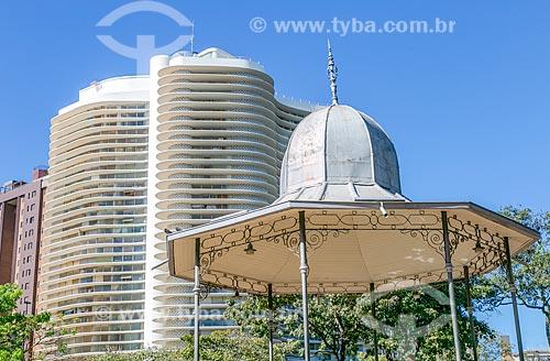Vista do coreto na Praça da Liberdade com o Edifício Niemeyer (1955) ao fundo  - Belo Horizonte - Minas Gerais (MG) - Brasil