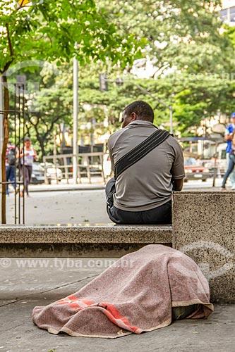 Morador de rua dormindo na Praça Sete de Setembro  - Belo Horizonte - Minas Gerais (MG) - Brasil