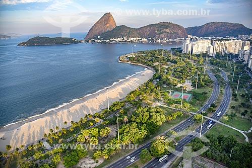 Foto aérea da Praia do Flamengo com o Pão de Açúcar ao fundo  - Rio de Janeiro - Rio de Janeiro (RJ) - Brasil