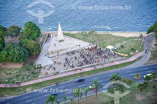 Foto aérea de ciclistas no Monumento à Estácio de Sá durante a Bike Parade promovida pelo evento Velo-City - conferência internacional sobre mobilidade em bicicleta  - Rio de Janeiro - Rio de Janeiro (RJ) - Brasil