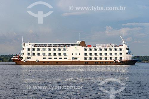 Navio de cruzeiro Amazon Grand Iberostar navegando no Rio Negro  - Manaus - Amazonas (AM) - Brasil