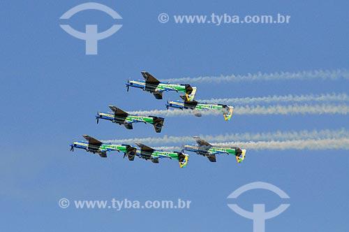 Aviões da Esquadrilha da Fumaça fazendo manobras acrobáticas  - São José do Rio Preto - São Paulo (SP) - Brasil