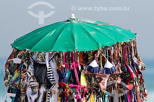 Vendedor ambulante de biquíni na Praia da Barra da Tijuca  - Rio de Janeiro - Rio de Janeiro (RJ) - Brasil