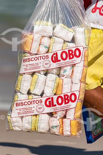 Vendedor ambulante de biscoito de polvilho Globo na Praia da Barra da Tijuca  - Rio de Janeiro - Rio de Janeiro (RJ) - Brasil