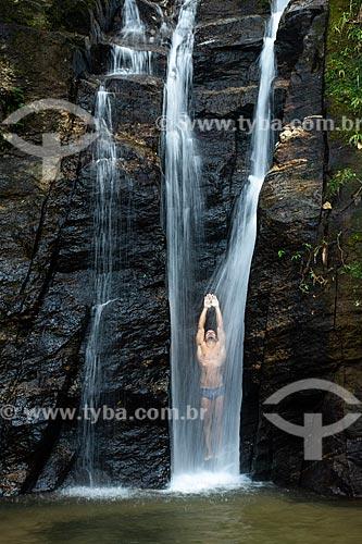Banhista na Cachoeira do Chuveiro no Horto - Parque Nacional da Tijuca  - Rio de Janeiro - Rio de Janeiro (RJ) - Brasil