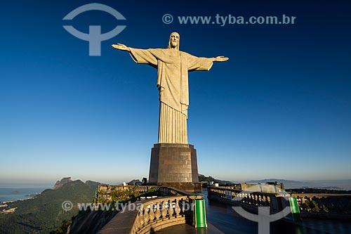 Estátua do Cristo Redentor durante o amanhecer  - Rio de Janeiro - Rio de Janeiro (RJ) - Brasil