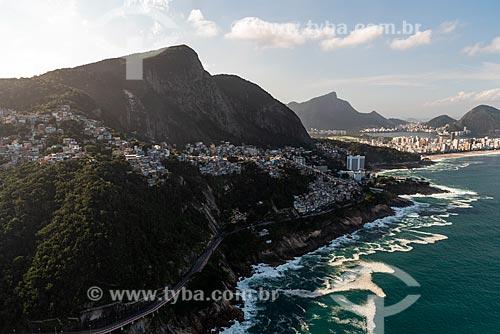 Foto aérea da Avenida Niemeyer com a Praia do Leblon ao fundo  - Rio de Janeiro - Rio de Janeiro (RJ) - Brasil