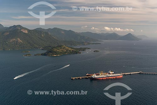 Foto aérea do cais do Terminal Marítimo da Baía da Ilha Grande (TEBIG) na Baía de Ilha Grande  - Angra dos Reis - Rio de Janeiro (RJ) - Brasil
