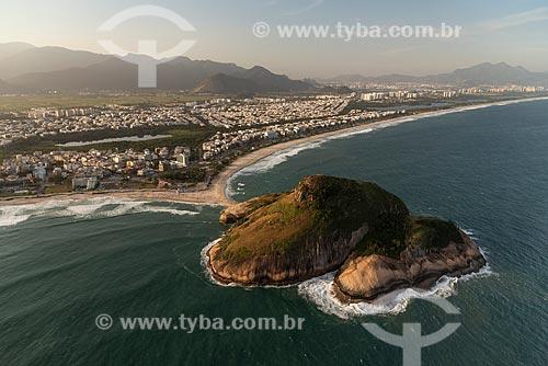 Foto aérea da Pedra do Pontal entre a Praia do Pontal e a Praia do Recreio dos Bandeirantes  - Rio de Janeiro - Rio de Janeiro (RJ) - Brasil