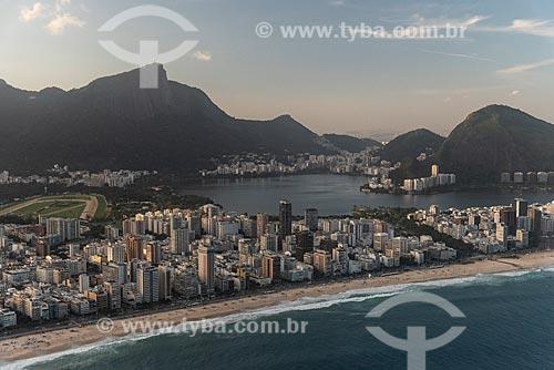 Foto aérea da Praia de Ipanema com a Lagoa Rodrigo de Freitas  - Rio de Janeiro - Rio de Janeiro (RJ) - Brasil