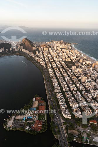 Foto aérea do Clube dos Caiçaras (1931) na Lagoa Rodrigo de Freitas com o bairro de Ipanema  - Rio de Janeiro - Rio de Janeiro (RJ) - Brasil
