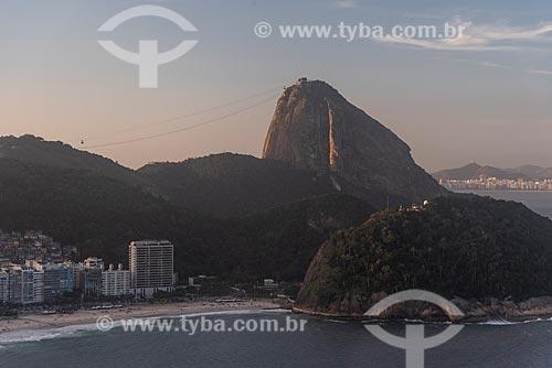 Foto aérea da Praia do Leme com o Pão de Açúcar ao fundo  - Rio de Janeiro - Rio de Janeiro (RJ) - Brasil
