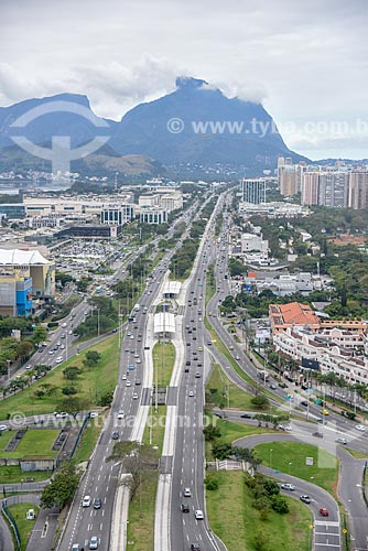 Foto aérea da Avenida das Américas com a Pedra da Gávea ao fundo  - Rio de Janeiro - Rio de Janeiro (RJ) - Brasil