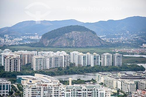 Foto aérea do Condomínio Residencial Península com a Pedra da Panela ao fundo  - Rio de Janeiro - Rio de Janeiro (RJ) - Brasil