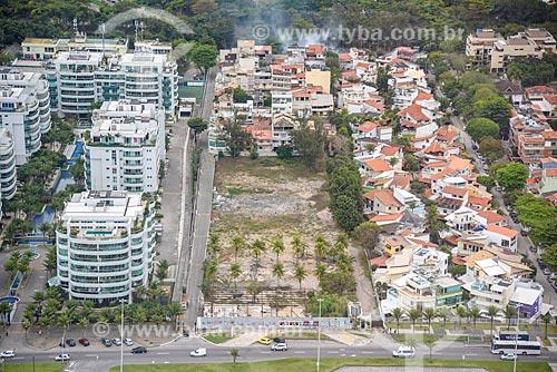 Foto aérea da Avenida Lúcio Costa - também conhecida como Avenida Sernambetiba  - Rio de Janeiro - Rio de Janeiro (RJ) - Brasil