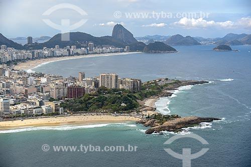 Foto aérea do Pedra do Arpoador com a Praia de Copacabana e o Pão de Açúcar ao fundo  - Rio de Janeiro - Rio de Janeiro (RJ) - Brasil