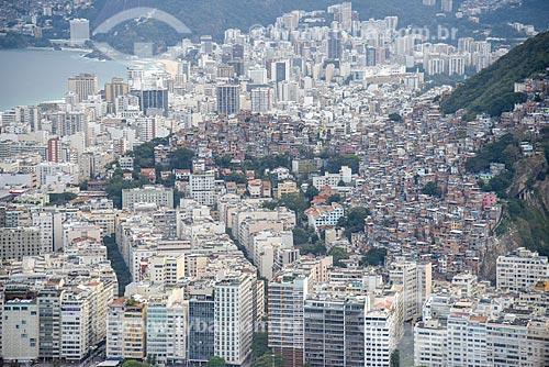 Foto aérea dos prédios bairro de Copacabana com a Favela Pavão Pavãozinho  - Rio de Janeiro - Rio de Janeiro (RJ) - Brasil