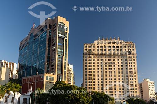 Vista do Centro Empresarial RB1 e o Edifício Joseph Gire (1929) - também conhecido como Edifício A Noite - à partir da Praça Mauá  - Rio de Janeiro - Rio de Janeiro (RJ) - Brasil