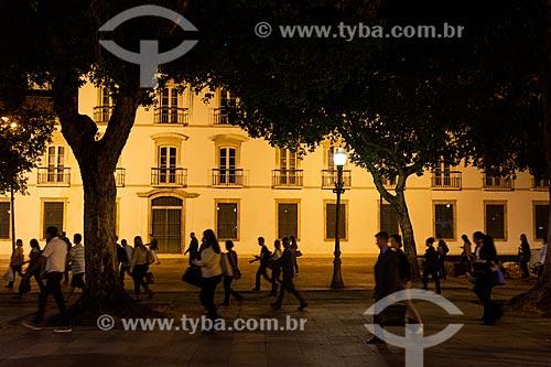Pedestres na Praça XV de Novembro com o Paço Imperial (1743) ao fundo  - Rio de Janeiro - Rio de Janeiro (RJ) - Brasil