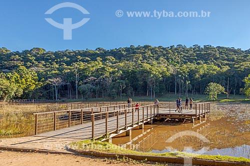 Deck no lago do Jardim Botânico da Universidade Federal de Juiz de Fora  - Juiz de Fora - Minas Gerais (MG) - Brasil