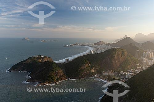 Vista do Praia Vermelha a partir do mirante do Pão de Açúcar com a Praia de Copacabana ao fundo  - Rio de Janeiro - Rio de Janeiro (RJ) - Brasil