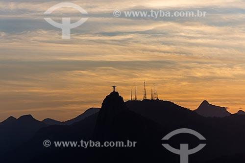 Vista do Cristo Redentor e do Morro do Sumaré a partir do mirante do Pão de Açúcar durante o pôr do sol  - Rio de Janeiro - Rio de Janeiro (RJ) - Brasil