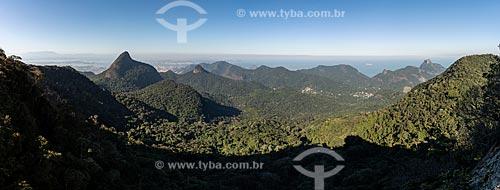 Vista do Pico da Tijuca a partir do Bico do Papagaio com a Pedra da Gávea à direita  - Rio de Janeiro - Rio de Janeiro (RJ) - Brasil
