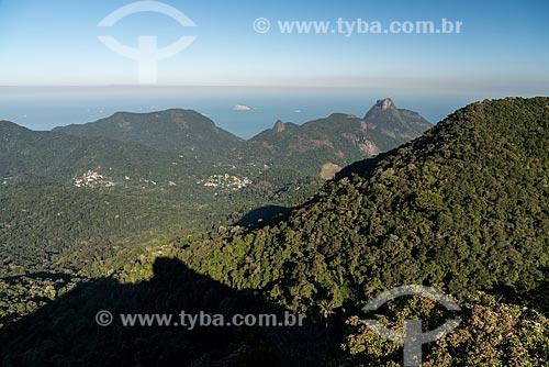 Vista a partir do Bico do Papagaio com a Pedra da Gávea à direita  - Rio de Janeiro - Rio de Janeiro (RJ) - Brasil