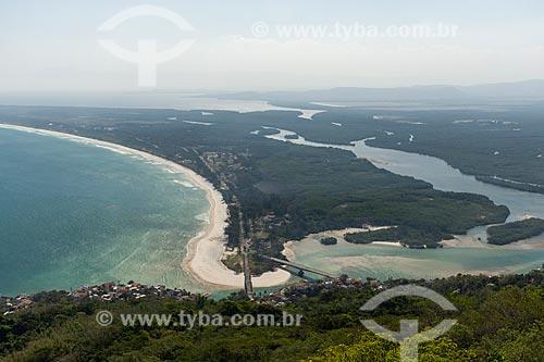 Vista da Restinga da Marambaia - área protegida pela Marinha do Brasil - a partir da Pedra do Telégrafo no Morro de Guaratiba  - Rio de Janeiro - Rio de Janeiro (RJ) - Brasil