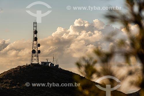 Morro da Antena - onde há uma antena de microondas de Furnas - no Parque Nacional de Itatiaia durante o pôr do sol  - Itatiaia - Rio de Janeiro (RJ) - Brasil