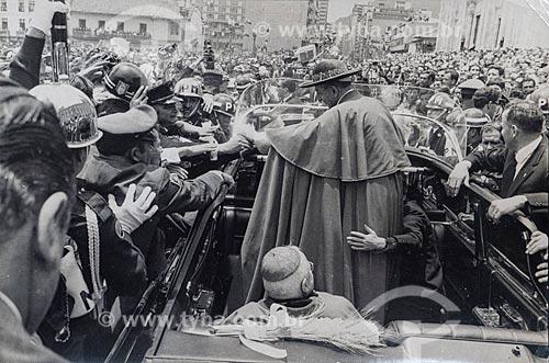 Desfile em carro aberto do Papa Paulo VI durante o 39º Congresso Eucarístico Internacional  - Bogotá - Departamento de Cundinamarca