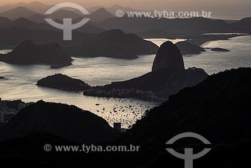 Vista do amanhecer no Pão de Açúcar a partir do Morro do Sumaré  - Rio de Janeiro - Rio de Janeiro (RJ) - Brasil
