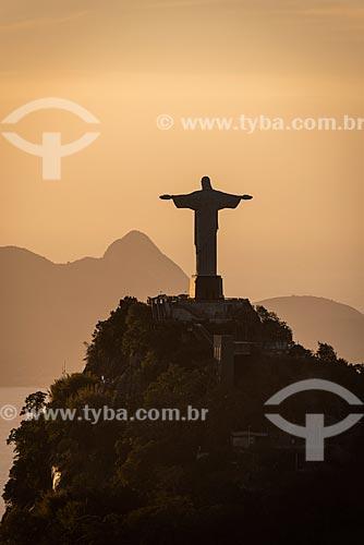 Vista do amanhecer no Cristo Redentor a partir do Morro do Sumaré  - Rio de Janeiro - Rio de Janeiro (RJ) - Brasil