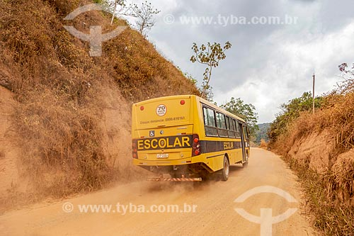Ônibus Escolar na zona rural da cidade de Guarani  - Guarani - Minas Gerais (MG) - Brasil