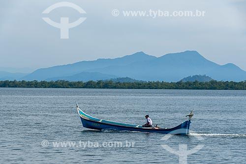Canoa caiçara na baía de Guaraqueçaba  - Guaraqueçaba - Paraná (PR) - Brasil