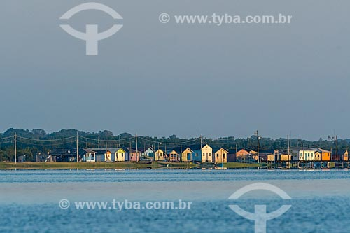 Comunidade de pescadores de Guapicu na Ilha das Peças - Baía de Guaraqueçaba  - Guaraqueçaba - Paraná (PR) - Brasil