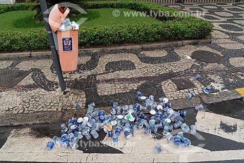 Detalhe de copos de água deixados após a Meia Maratona Internacional do Rio de Janeiro  - Rio de Janeiro - Rio de Janeiro (RJ) - Brasil